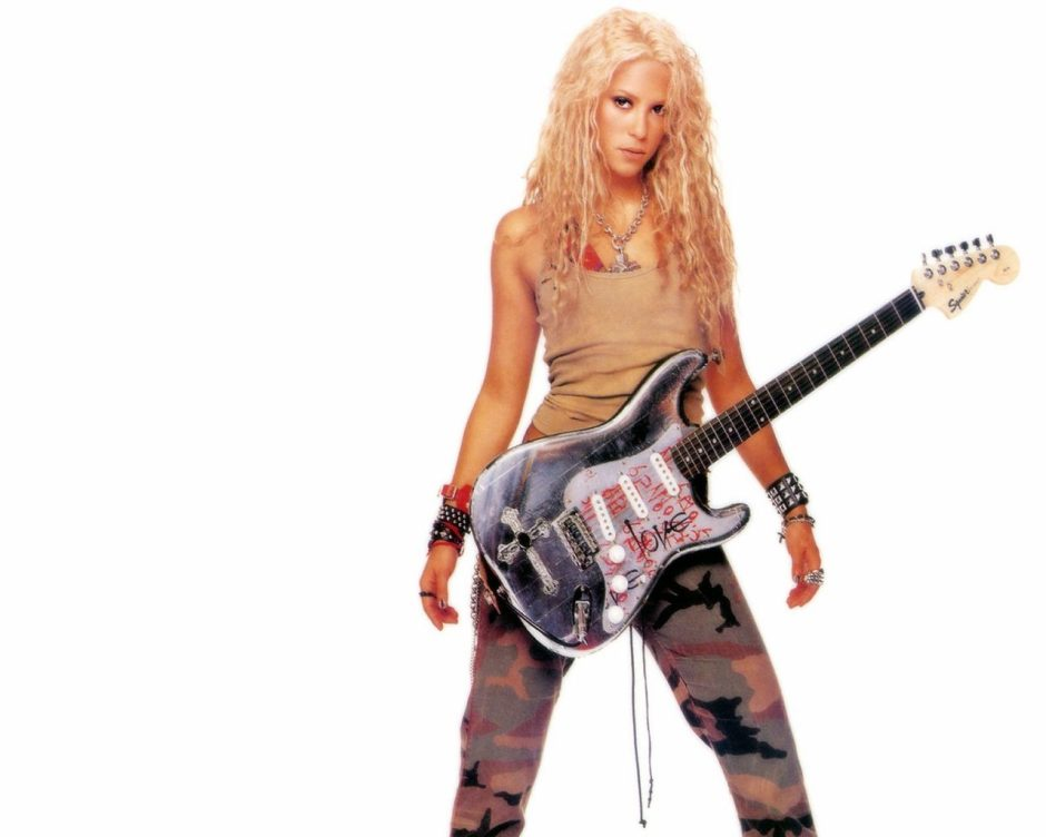 wallpapers-shakira-con-guitarra